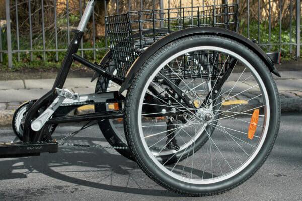 Trehjuling Vuxen bakom Amladcyklar
